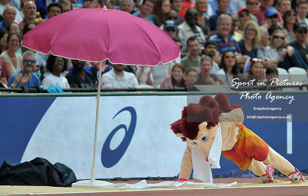 Hero the hedgehog does press ups on the 'beech'. IAAF world athletics championships. London Olympic stadium. Queen Elizabeth Olympic park. Stratford. London. UK. 12/08/2017. ~ MANDATORY CREDIT Garry Bowden/SIPPA - NO UNAUTHORISED USE - +44 7837 394578