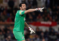 Calcio, Serie A: Roma vs Juventus. Roma, stadio Olimpico, 2 marzo 2015.<br /> Juventus' goalkeeper Gianluigi Buffon gestures to his teammates during the Italian Serie A football match between AS Roma and Juventus at Rome's Olympic stadium, 2 March 2015.<br /> UPDATE IMAGES PRESS/Isabella Bonotto