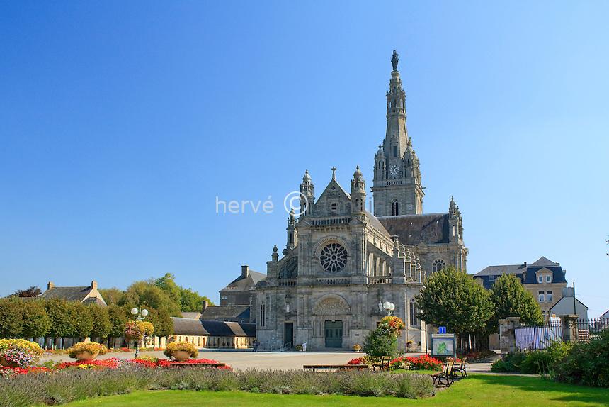 France, Bretagne, Morbihan (56), Sainte-Anne-d'Auray, Sanctuaire de Ste-Anne d'Auray, la basilique //  France, Brittany, Morbihan, Sainte-Anne-d'Auray, the Sanctuary of St. Anne d'Auray, Basilica