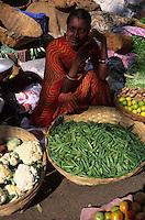 Asie/Inde/Rajasthan/Udaipur : Marché Mandi - Les intouchables vendent des légumes