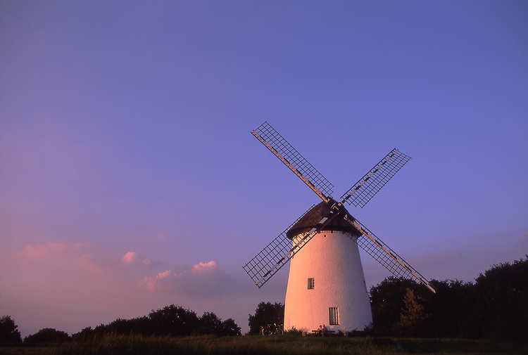 Europe, DEU, Germany, Northrhine Westphalia, Lower Rhine, Krefeld, Typical Windmill at evening light, Egelsbergmuehle....[ For each utilisation of my images my General Terms and Conditions are mandatory. Usage only against use message and proof. Download of my General Terms and Conditions under http://www.image-box.com or ask for sending. A clearance before usage is necessary...Material is subject to royalties. Each utilisation of my images is subject to a fee in accordance to the present valid MFM-List...Contact | archive@image-box.com | www.image-box.com ]