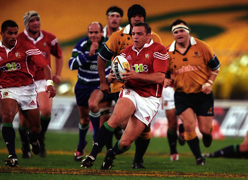 Photo. Richard Lane. .Australia v Bristish and Irish Lions. Lions Tour 2001 to Australia. Third Test at the Stadium Australia, Sydney, Australia. 14/7/2001..Rob Henderson attacks.