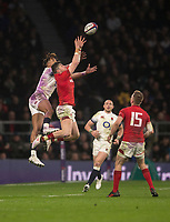 Wales' Steff Evans and Englands' Anthony Watson compete fora high ball<br /> <br /> Photographer Bob Bradford/CameraSport<br /> <br /> NatWest Six Nations Championship - England v Wales - Saturday 10th February 2018 - Twickenham Stadium - London<br /> <br /> World Copyright &copy; 2018 CameraSport. All rights reserved. 43 Linden Ave. Countesthorpe. Leicester. England. LE8 5PG - Tel: +44 (0) 116 277 4147 - admin@camerasport.com - www.camerasport.com
