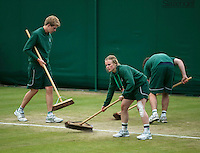 England, London, 28.06.2014. Tennis, Wimbledon, AELTC, Court attendants sweeping the court<br /> Photo: Tennisimages/Henk Koster