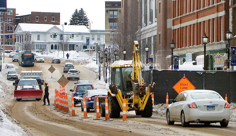 WATERBURY CT. 06 February 2014-020514SV08-Cars creep by the Palace Theater in front of the Rectory Building renovation project while construction continues in Waterbury Thursday.<br /> Steven Valenti Republican-American
