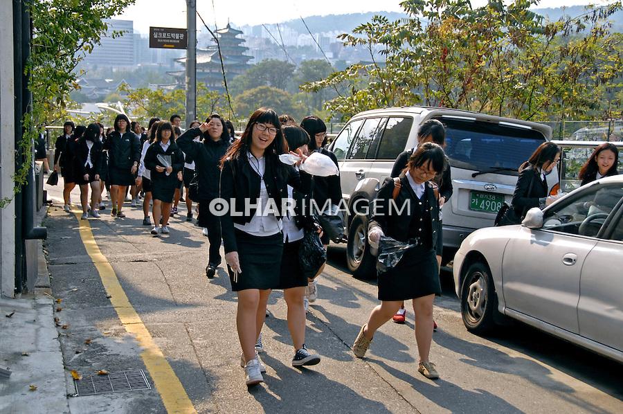 Estudantes na rua em Seul. Coreia. 2009. Foto de Thaïs Falcão.