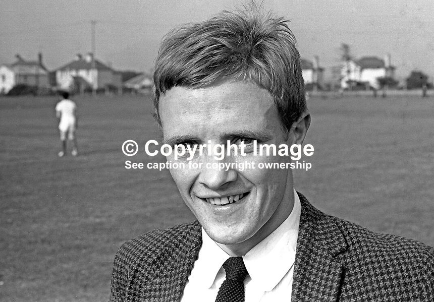 Tommy Shields, footballer, Linfield FC, Belfast, N Ireland, UK, September 1966, 196609000019<br />