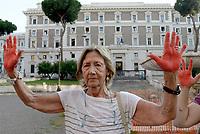 Roma, 29 Agosto 2018<br /> Cittadine e cittadine antirazziste con le mani tinte di rosso a simboleggiare il sangue dei migranti morti in mare, protestano davanti al Viminale contro le politiche sull'immigrazione del Governo e del Ministro Salvini