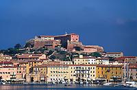 Blick vom Hafen auf Portoferraio, Elba,  Italien