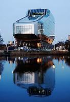 Hoofdkantoor van ING bank aan de Zuidas in Amsterdam.
