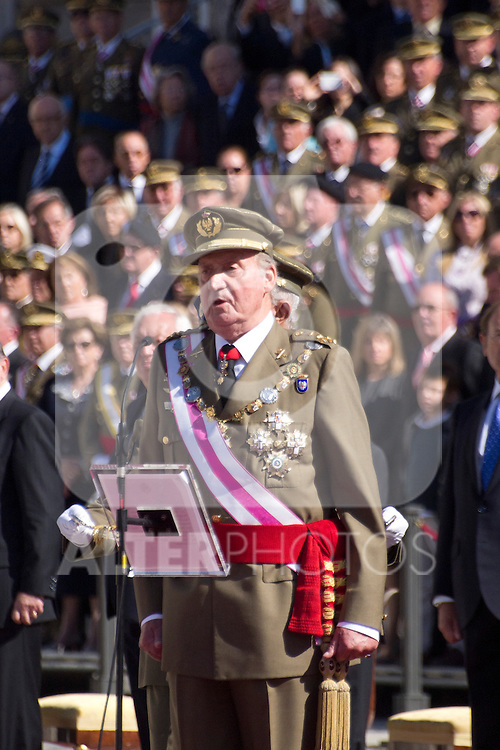 01.10.2012. The Spanish Royal Family, King Juan Carlos, Queen Sofia, Prince Felipe, Princess Letizia and Princess Elena attend the imposition of collective Distinguished Cross San Fernando Al Banner Armored Cavalry Regiment ´Alcántara´ No. 10 in the Royal Palace in Madrid, Spain. In the image King Juan Carlos of Spain (Alterphotos/Marta Gonzalez)