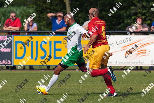 2013-07-06 / Voetbal / Seizoen 2013-2014 / Galamatch/ KSK Retie-KFC Dessel Sport/ Robin Smolders (r. Retie) in achtervolging op Omar Bennassar (l. Dessel)<br /> <br /> Foto: Mpics.be
