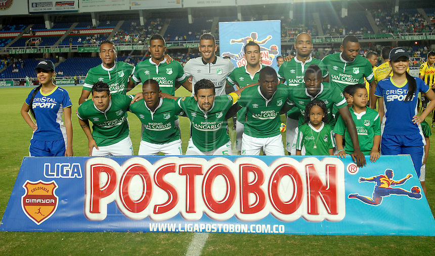 CALI - COLOMBIA -02-04-2014: Los Jugadores de Deportivo Cali posan para una foto durante  partido Deportivo Cali y Alianza Petrolera por la fecha 14 de la Liga Postobon I 2014 en el estadio Pascual Guerrero de la ciudad de Cali.  / The players of Deportivo Cali pose for a photo during a match between Deportivo Cali and Alianza Petrolera for the date 14th of the Liga Postobon I 2014 at the Pascual Guerrero stadium in Cali city. Photo: VizzorImage / Luis Ramirez / Staff.