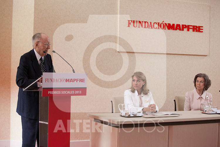 Queen Sofia of Spain (R) and the Social Services Secretary Susana Camarero during the Mapfre Foundation Social Awards ceremony at Mapfre Campus in Madrid, Spain. May 20, 2014. (ALTERPHOTOS/Victor Blanco)