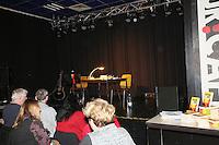 Besucher warten auf Michael Kibler - Kibler liest und singt, Kulturcafe Gross-Gerau