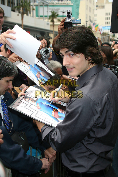 BRANDON ROUTH.Producer Jon Peters Honored with a Star on the Hollywood Walk of Fame in front of Grauman's Chinese Theatre, Hollywood, California, USA,.1 May 2007..half length signing autograph grey shirt fans Superman picture.CAP/ADM/BP.©Byron Purvis/AdMedia/Capital Pictures.