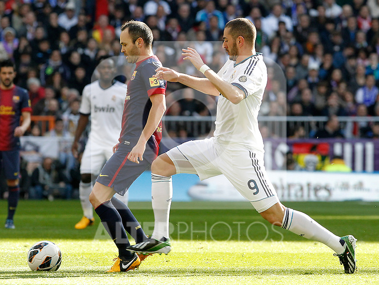 Real Madrid's Karim Benzema (r) and FC Barcelona's Andres Iniesta during La Liga match.March 02,2013. (ALTERPHOTOS/Acero)