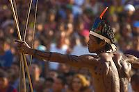 Índios da Etnia Gavião do sul do Pará durante torneio de arco e f l jogos indígenas do flexa Pará que conta com a participação de 14 etnias do estado e mais uma do Tocantins com a participação de 500 atletas.<br /> Tucuruí Pará Brasil.<br /> 16/06/2004<br /> Foto Paulo santos/Interfoto<br /> <br /> Jogos Indígenas.<br /> Tucuruí , Pará, Brasil.<br /> Foto Paulo Santos<br /> 2004