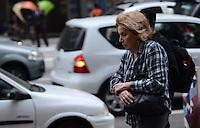 SAO PAULO, 25 DE JULHO DE 2012 - CLIMA TEMPO SP - Queda de temperatura devido a chegada de uma frente fria no fim da tarde desta quarta feira, regiao central da capital. FOTO: ALEXANDRE MOREIRA - BRAZIL PHOTO PRESS