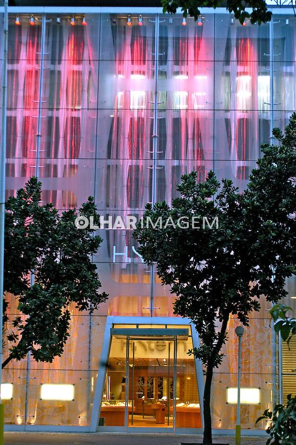 Fachada e vitrine da loja H Stern em Ipanema. Rio de Janeiro. 2005. Foto de Luciana Whitaker.