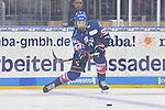 Mannheims Moritz Seider (Nr.53) am Puck beim Testspiel, Adler Mannheim (blau) - Loewen Frankfurt (weiss).<br /> <br /> Foto &copy; PIX-Sportfotos *** Foto ist honorarpflichtig! *** Auf Anfrage in hoeherer Qualitaet/Aufloesung. Belegexemplar erbeten. Veroeffentlichung ausschliesslich fuer journalistisch-publizistische Zwecke. For editorial use only.