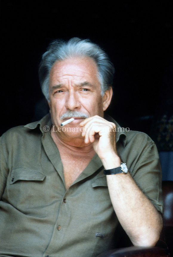 "Ugo Tognazzi è stato un attore, regista, sceneggiatore teatrale, cinematografico e televisivo italiano. Con Alberto Sordi, Vittorio Gassman, Marcello Mastroianni e Nino Manfredi fu uno dei ""mostri"" della commedia all'italiana. Ugo Tognazzi born 23 March 1922 - 27 October 1990) was an Italian film, TV, and theatre actor, director, and screenwriter. Lido (Venezia) and Milan. settembre 1984 e 1985. © Leonardo Cendamo"