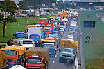 Congestionamento de transito na Marginal Tietê. São Paulo. 1995. Foto de Juca Martins.