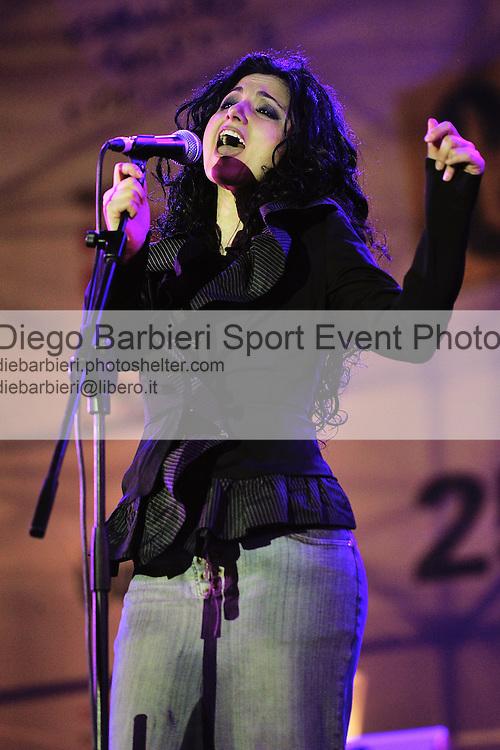 (KIKA) - TORINO, 25/04/2012 - Letizia delle Yavanna, reduci da X-factor, si esibisce nel concerto per la commemorazione del 25 Aprile in piazza Castello a Torino, il 25 aprile 2012.