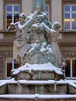 Denkmal auf dem Jan-Palach-Platz, Luxemburg-City, Luxemburg, Europa, UNESCO-Weltkulturerbe<br /> Monumet at Jan-Palach-Square, , Luxembourg City, Europe, UNESCO Heritage