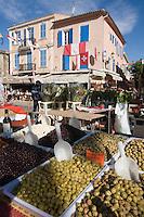 Europe/Provence-Alpes-Côte d'Azur/83/Var/Saint-Tropez: Détail  étal d'un marchand d'olives sur le marché de la Place des Lices