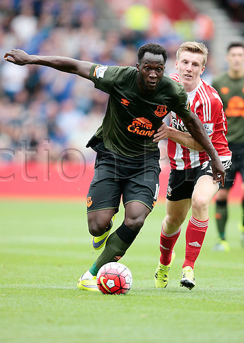 15.08.2015. Southampton, England. Barclays Premier League. Southampton versus Everton. Romelu Lakaku of Everton gets past Matt Targett of Southampton