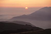 Europe/France/Aquitaine/64/Pyrénées-Atlantiques/Parc National des Pyrénées: Vue sur les Pyrénées depuis le Pic d'Artzamendi à l'aube