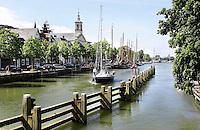 Nederland Muiden. Boten op weg naar de sluis in Muiden