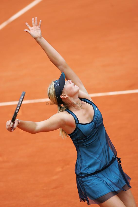 Photo: Iconsport/Richard Lane Photography..French Open, Roland Garros 2007. 31/05/2007..Maria Sharapova serves.