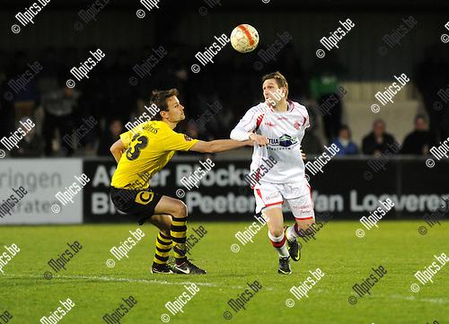 2013-04-20 / Voetbal / seizoen 2012-2013 / Hoogstraten - Berchem Sport / Dirk Mathyssen (r. Hoogstraten) met Nico Van der Linden..Foto: Mpics.be