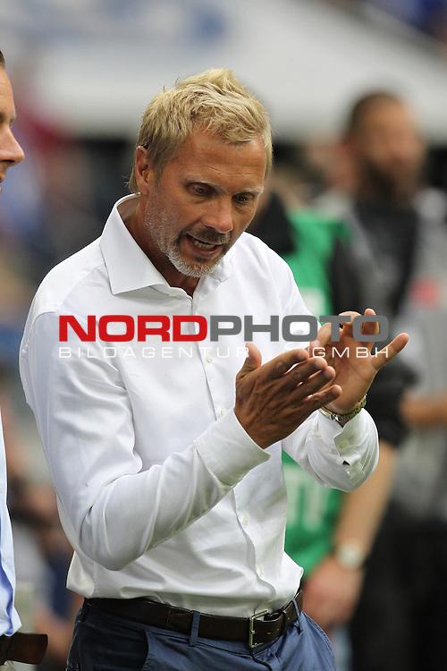 11.08.2013, VELTINS Arena, Gelsenkirchen, Deutschland, 1. FBL, FC Schalke 04 vs. Hamburger SV, im Bild <br /> Thorsten Fink (Trainer Hamburg)<br /> <br /> Foto &not;&copy; nph / Mueller *** Local Caption ***