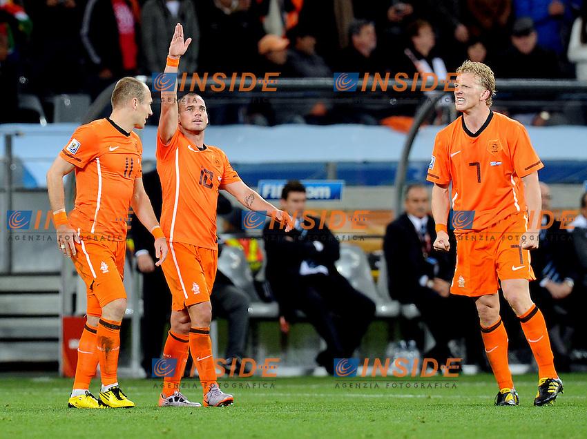 Wesley Sneijder esulta per il suo gol del 2-0 con Arjen Robben e Dirk Kuyt (Olanda) <br /> Uruguay Olanda 2-3 - Uruguay vs Netherlands 2-3<br /> Semifinale - Semifinal<br /> Campionati del Mondo di Calcio Sudafrica 2010 - World Cup South Africa 2010<br /> Green Point Stadium, Cape Town  06/07/2010<br /> &copy; Giorgio Perottino / Insidefoto
