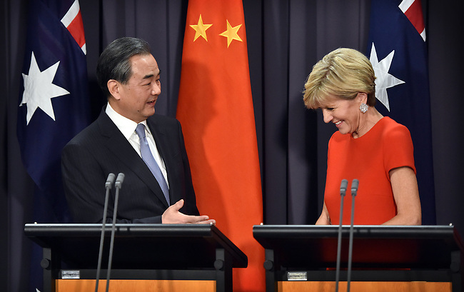 Australian Foreign Minister Julie Bishop (R)_ speaks during a press conference with Chinese Foreign Minister Wang Yi (L) at Parliament House Canberra, Tuesday Feb 7, 2017. AFP PHOTO/ MARK GRAHAM