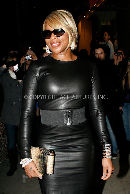 WWW.ACEPIXS.COM . . . . . ....November 22 2010, New York City ....Mary J Blige at the launch of Lorraine Schwartz's '2BHAPPY' jewelry collection at Lavo NYC on November 22, 2010 in New York City.....Please byline: NANCY RIVERA- ACEPIXS.COM.... *** ***..Ace Pictures, Inc:  ..Tel: 646 769 0430..e-mail: info@acepixs.com..web: http://www.acepixs.com