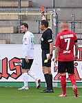 FussballFussball: agnph001:  1. Bundesliga Saison 2019/2020 27. Spieltag 23.05.2020<br />SC Freiburg - SV Werder Bremen<br />Schiedsrichter Robert Hartmann zeigt Philipp Bargfrede (Bremen links) die Gelb-Rote Karte<br />FOTO: Markus Ulmer/Pressefoto Ulmer/ /Pool/gumzmedia/nordphoto<br /><br />Nur fŸr journalistische Zwecke! Only for editorial use! <br />No commercial usage!