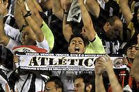 BUENOS AIRES, ARGENTINA, 26 FEVEREIRO 2013 - TACA LIBERTADORES - ATLÉTICO MG X ARSENAL SARANDÍ - Torcedores do Atlético MG durante partida contra o Arsenal Sarandí da Argentina, no Estádio Julio Grondona em Buenos Aires, capital da Argentina, nesta terça-feira, 26. (FOTO: JUANI RONCORONI / BRAZIL PHOTO PRESS).