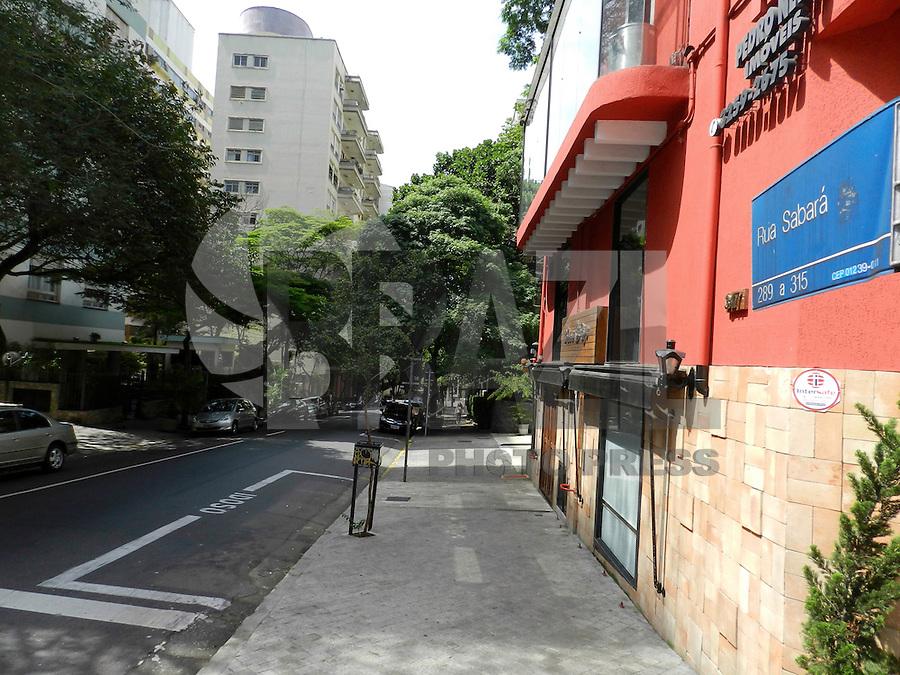 ATENÇÃO EDITOR: FOTO EMBARGADA PARA VEÍCULOS INTERNACIONAIS. SÃO PAULO - SP - 21 OUTUBRO 2012 - ESTUDANTE ASSASSINADA -  Caroline Silva Lee foi morta após assalto na Rua Sabará, 318 - Consolação - ontem (20) por volta de 2:00hs. Os criminososo foram presos na Av 23 Maio. FOTO: MAURICIO CAMARGO/BRAZIL PHOTO PRESS.