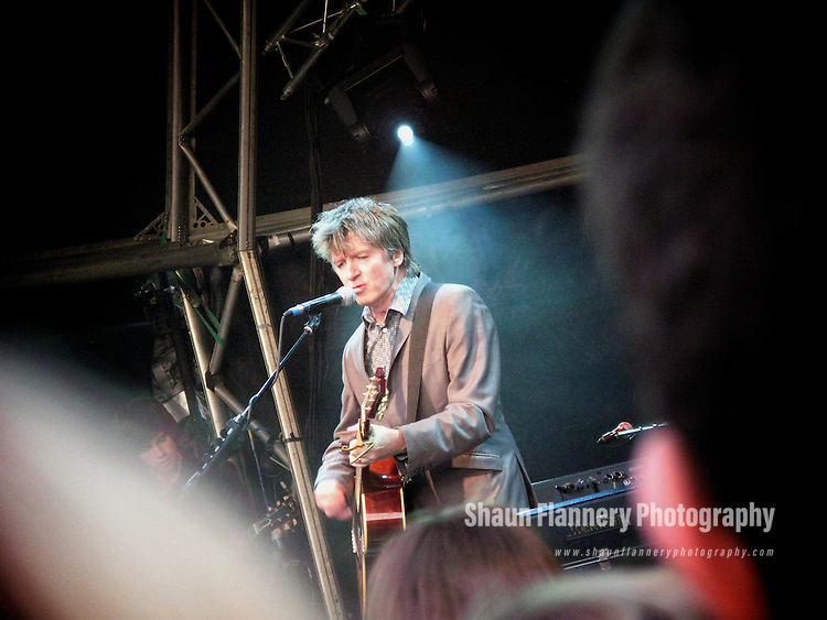 Pix: Shaun Flannery/sf-pictures.com....COPYRIGHT PICTURE>>SHAUN FLANNERY>01302-570814>>07778315553>>..20th June 2008.............Crowded House at Sherwood Pines Forest Park, Notts.