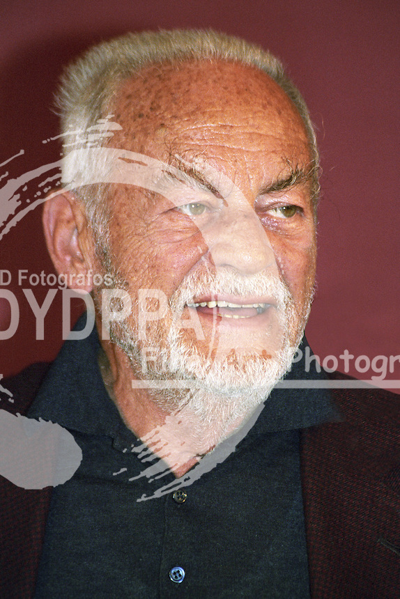 "Ialian film producer Dino De Laurentiis during the Photocall for ""Roter Drache / Red Dragon"" at Hotel Atlantic, Hamburg. Oct., 9th 2002"