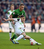 FUSSBALL   1. BUNDESLIGA   SAISON 2012/2013    30. SPIELTAG SV Werder Bremen - VfL Wolfsburg                          20.04.2013 Marko Arnautovic (hinten, SV Werder Bremen) gegen Ricardo Rodriguez (vorn, VfL Wolfsburg)