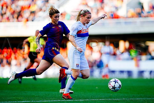 28th March 2018, Mini Estad, Barcelona, Spain; Womens Champions League football, quarter final, 2nd leg, Barcelona Women versus Lyon Women; Eugénie Le Sommer of Olympique Lyonnais gets a shot on goal