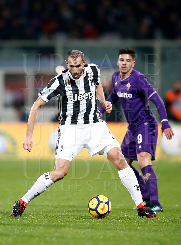 Calcio, Serie A: Fiorentina - Juventus, stadio Artemio Franchi Firenze 9 febbraio 2018.<br /> Juventus' Giorgio Chiellini (l) in action with Fiorentina's Giovanni Simeone (r) during the Italian Serie A football match between Fiorentina and Juventus at Florence's Artemio Franchi stadium, February 9, 2018.<br /> UPDATE IMAGES PRESS/Isabella Bonotto