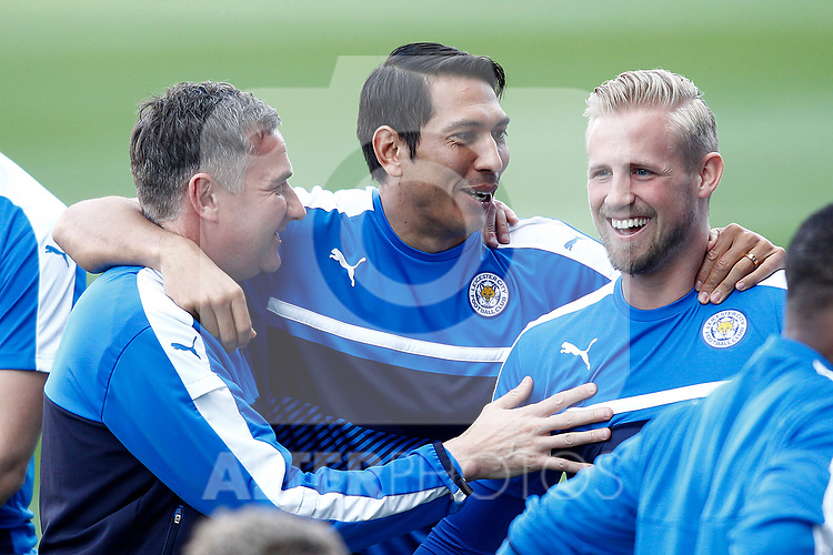 Leicester City FC's Leonardo Uloa (c) and Kasper Schmeichel (r) during training session. April 11, 2017.(ALTERPHOTOS/Acero)