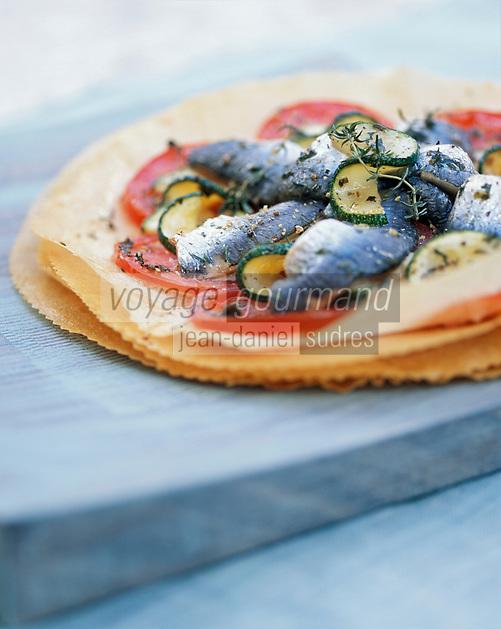 Gastronomie: Tarte Fine aux Sardines - recette de Louis Le Roy du restaurant Le Goeland à Trébeurden - Stylisme : Valérie LHOMME
