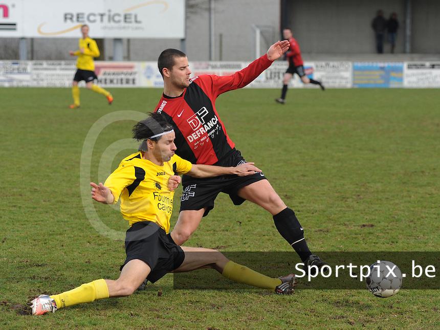 Winkel Sport - Sporting Menen  : Kurt Delaere met de tackle op Nico Blondeel.foto VDB / BART VANDENBROUCKE